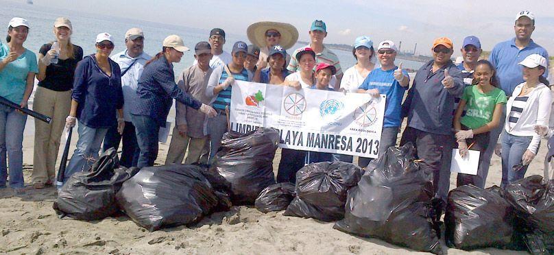 Bosque Sagrado y Adasec limpian en playa Manresa